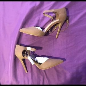 Aldo pump taupe heels